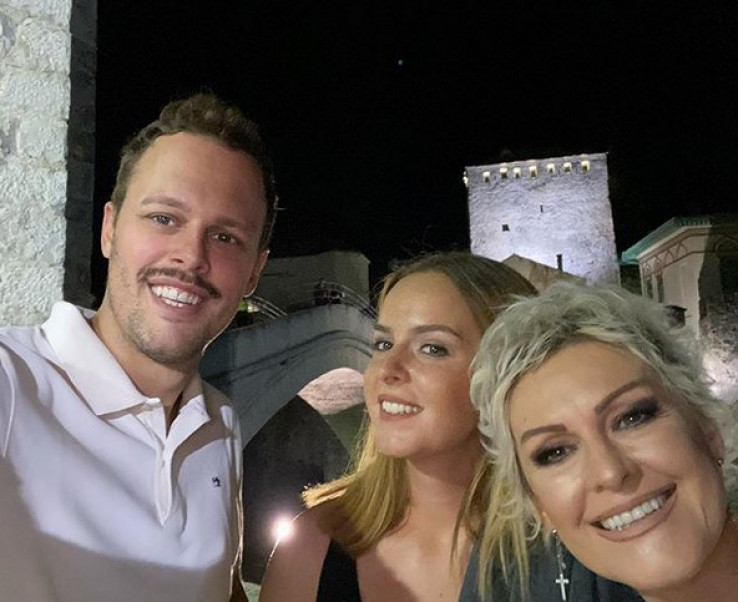 Igor se izgleda sjajno zabavlja u Mostaru s čak dvije dame koje dosad nismo vidjeli