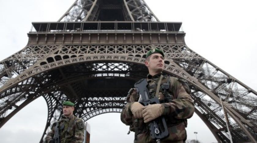 U Parizu odrubljena glava profesoru, napadač ubijen