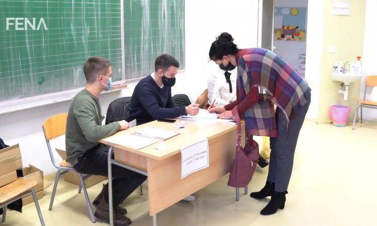 U Širokome Brijegu bez gužvi, birališta otvorena na vrijeme