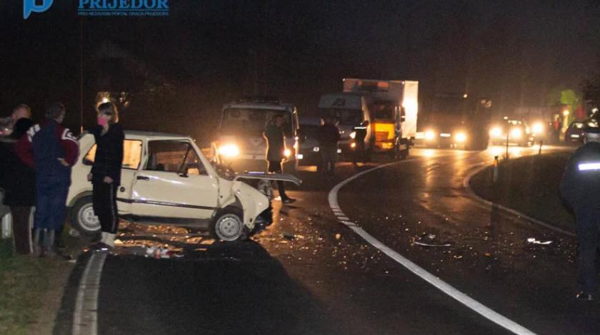U stravičnoj nesreći poginuli supružnici, dvije osobe teško ozlijeđene