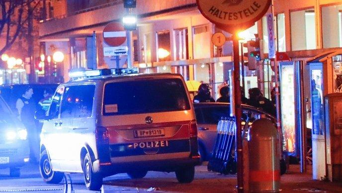 (VIDEO) Teroristički napad u Beču: Najmanje sedam osoba poginulo. Mediji pišu da su teroristi uhićeni