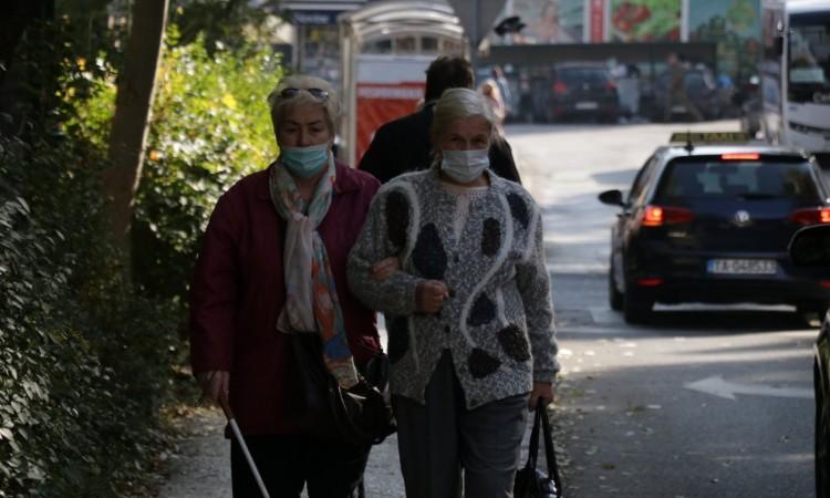 Novi podaci u BiH: Skoro 800 novozaraženih, 33 osobe preminule