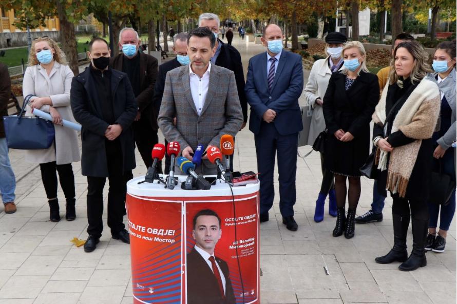 Lista 'Ostajte ovdje' lijepljenjem plakata otvorila izbornu kampanju u Mostaru