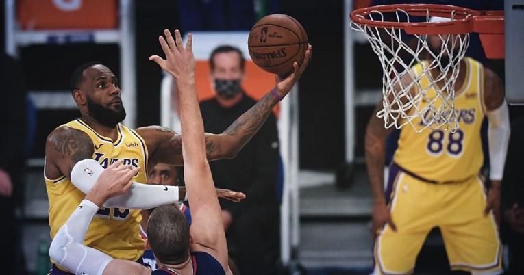 LeBron dominira košarkaškim parketima iako mu je 36 godina