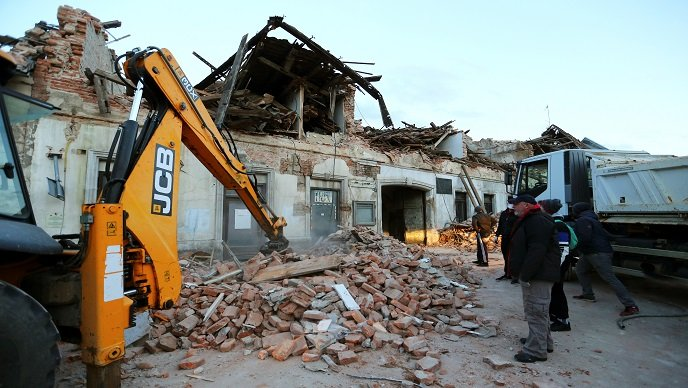 Tvrtke iz BiH donirale osam šlepera građevinskog materijala za Petrinju