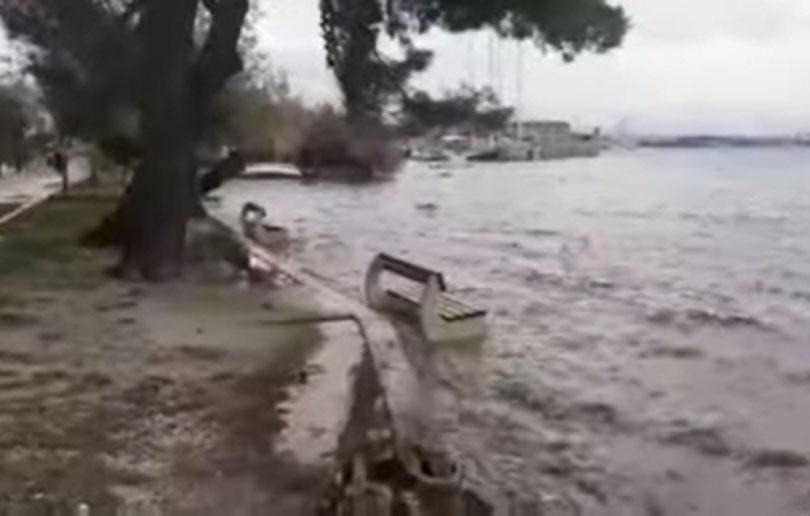 Veliko nevrijeme vlada u Dalmaciji, pogledajte prizore poplava