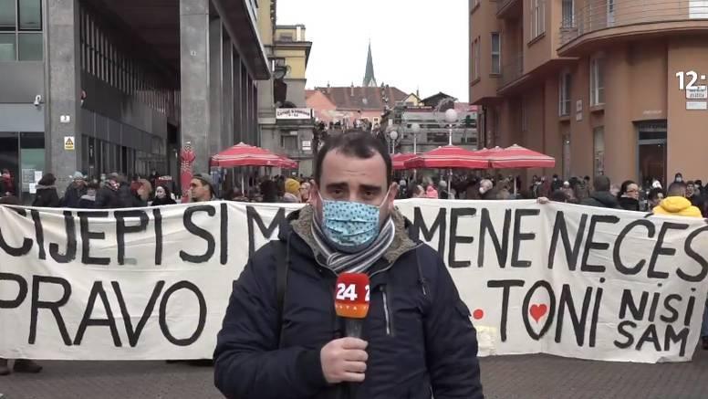 Prosvjednici u Zagrebu poručili: Cijepi si mamu, mene nećeš