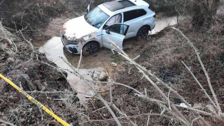 Autom izletio u minsko polje, na krovu čekao pomoć: 'Od rata sine ovdje nitko nije sišao'