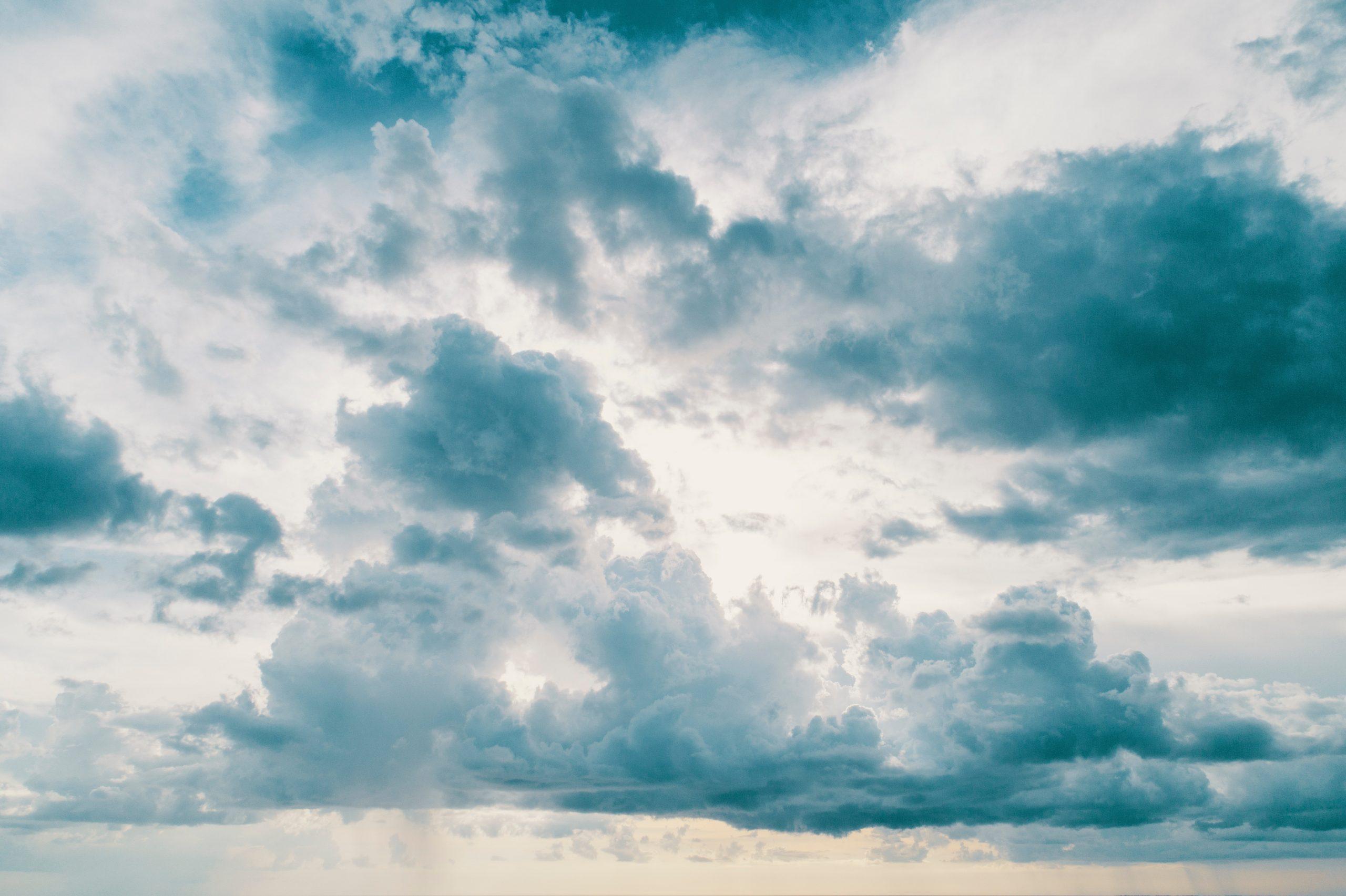 U BiH jutros pretežno oblačno vrijeme, ponegdje uz slabu kišu