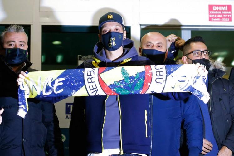 Ozil službeno prešao u Fenerbahče, saga napokon završena!