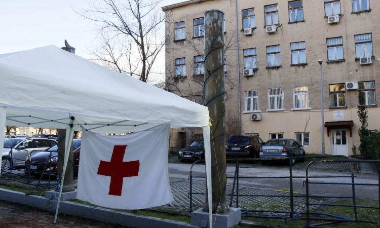 Zdravstveni radnici noć proveli u šatoru, pomaka još nema