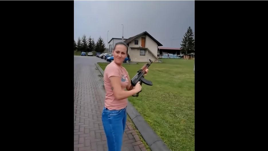 VIDEO Djevojka na Badnji dan pucala iz automatske puške kod Banje Luke