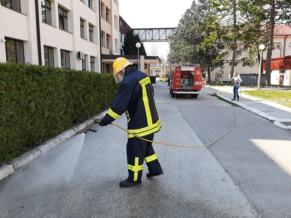 Livanjski vatrogasci stigli u Petrinju s vrijednom pomoći