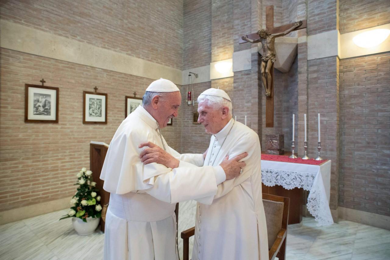 Papa Franjo i bivši papa Benedict cijepili se protiv koronavirusa