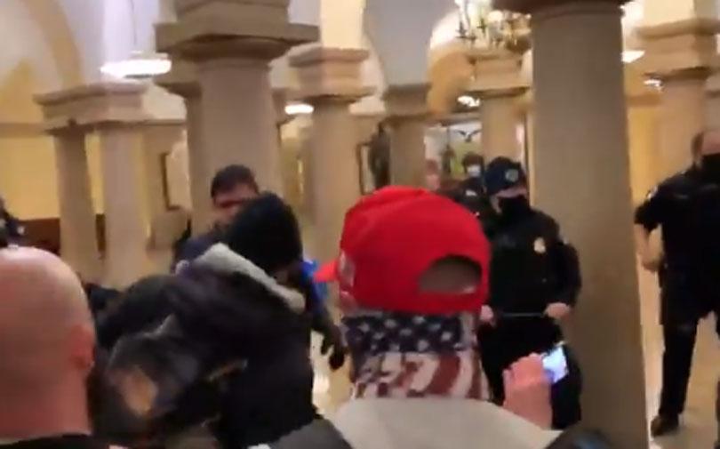 Kaos u Americi: Prosvjednici upali u Kongres!