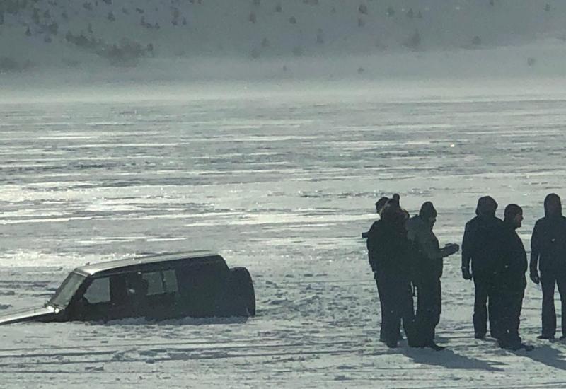 Pogledajte snimku neumornog bagera koji izvlači terenca iz Blidinjskog jezera
