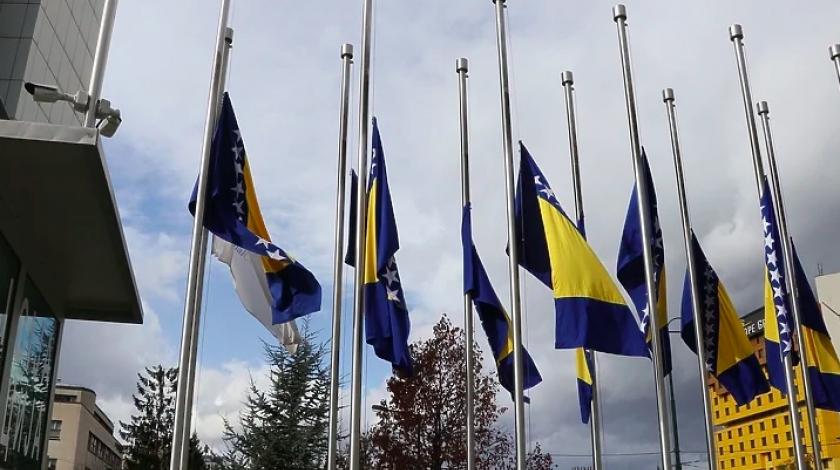 Dan žalosti: U svim veleposlanstvima u svijetu zastave BiH će biti spuštene na pola koplja