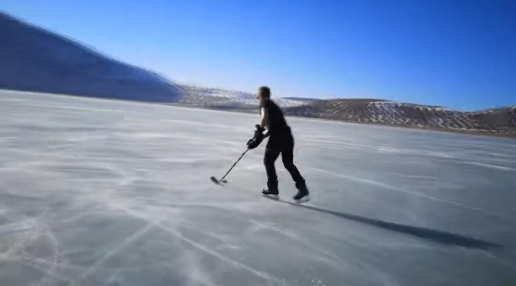 VIDEO Na zaleđenom Blidinjskom jezeru zaigrali hokej