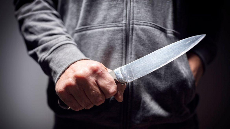 Nožem ubo ženu u vrat