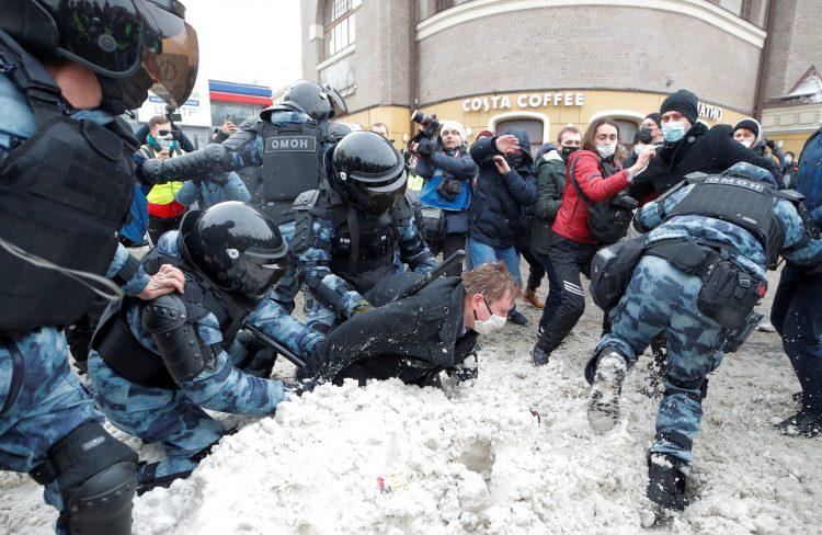 Rusko državno odvjetništvo želi trajni zatvor za Navaljnog
