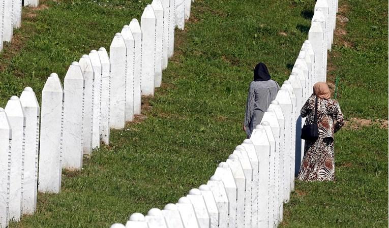 Nizozemci koji su za vrijeme pokolja bili u Srebrenici dobit će po 5000 eura