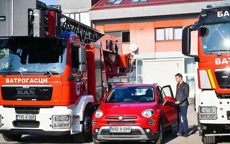 Stanivuković vatrogascima oduzeo službeni automobil