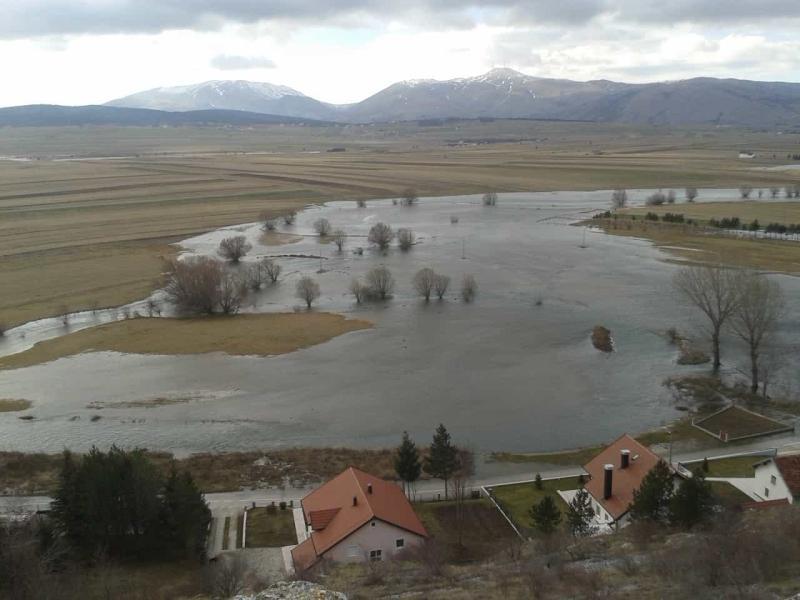 Voda ugrozila objekte i prometnice u naseljima Tomislavgrada