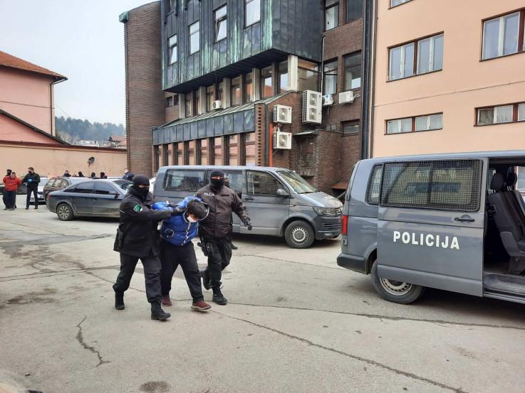 Uhićeno sedam kriminalaca koji su djecu od četiri godine tjerali na prosjačenje