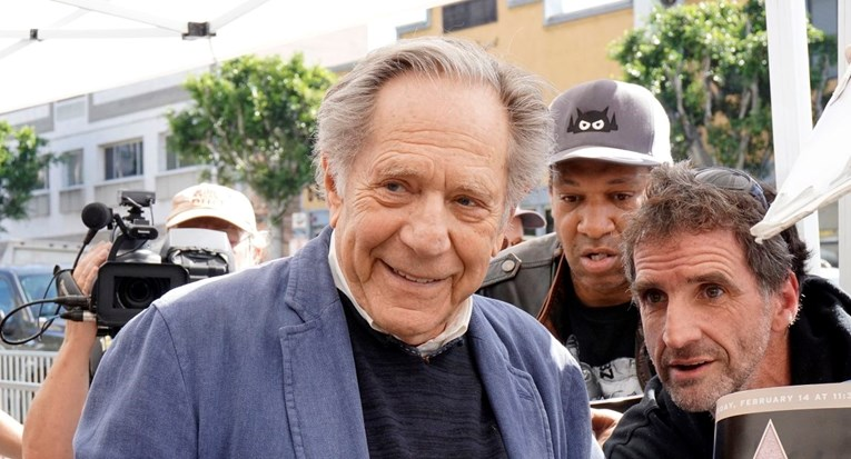 Preminuo američki glumac Segal