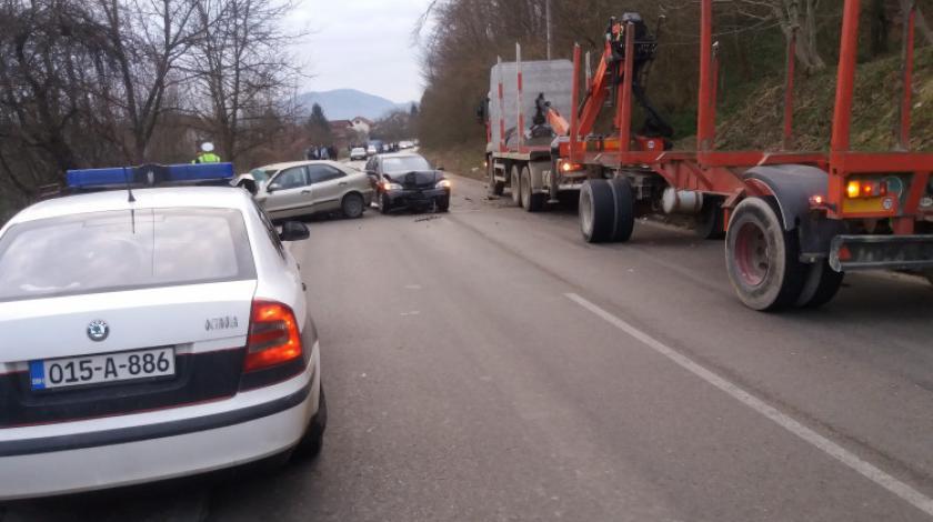 Sudar kamiona i dva automobila kod Žepča