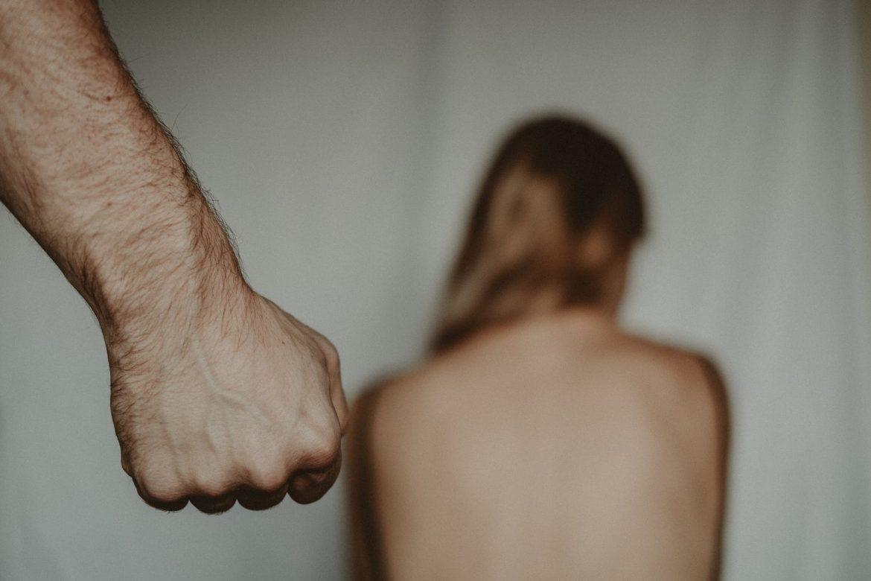 Oteli, silovali i vezali 12-godišnju kršćansku djevojčicu