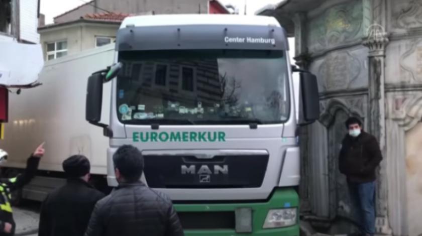 VIDEO Vozač kamiona zaglavio nasred ulice i napravio pravi kaos
