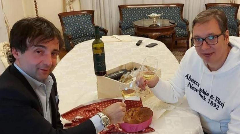 """Vučić prvo """"popljuvao"""" malvaziju pa onda nazdravljao s njom: """"Dugo ću okajavati grijehe"""""""
