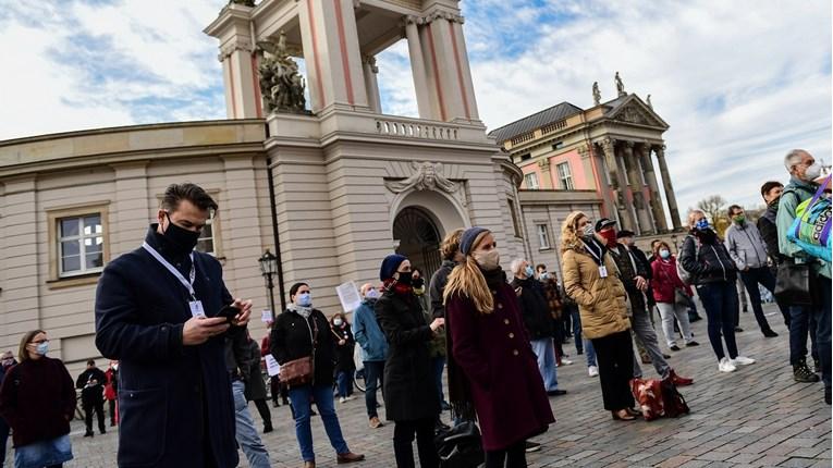 Ljudi prosvjedovali u Njemačkoj, tražili strože mjere