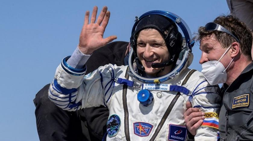 Astronauti se sretno vratili iz svemira na Zemlju
