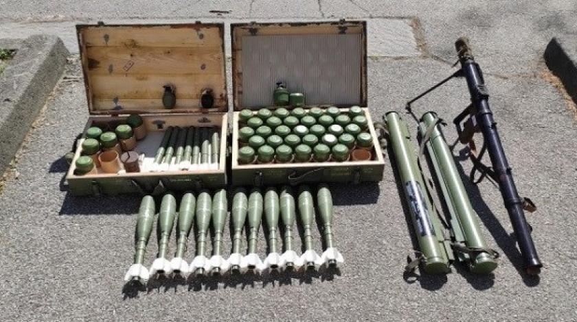 U garaži pronašao veći broj eksplozivnih naprava