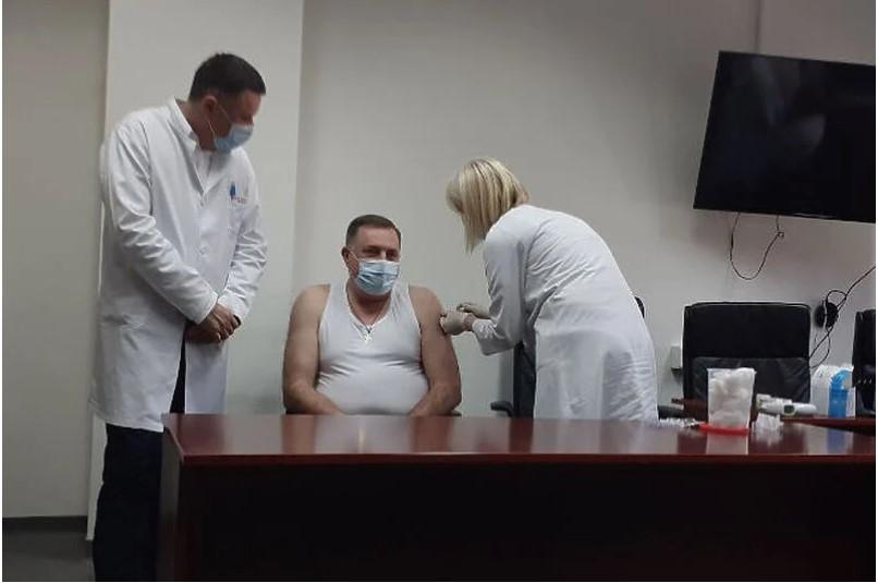 Dodik se protiv korone cijepio ruskim cjepivom