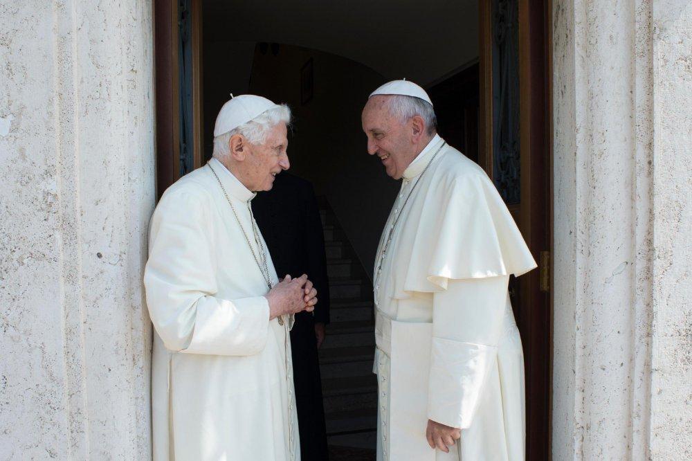 """Objavljena knjiga pape Franje i pape Benedikta XVI. """"Samo jedna Crkva"""""""