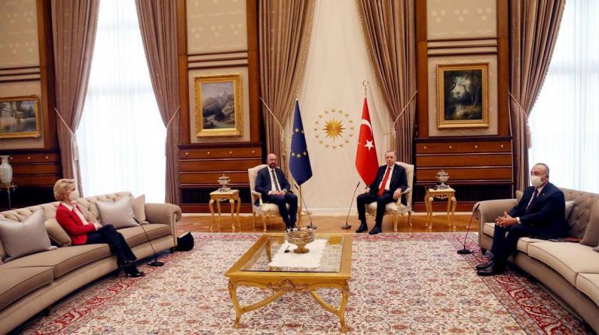 VIDEO U Turskoj Erdogan nije dao sjedalicu Ursuli von der Leyen, sjedila na kauču