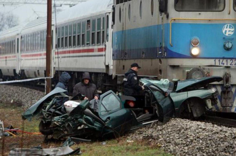 Vlak doživio stravičnu nesreću. Poginula je najmanje 41 osoba