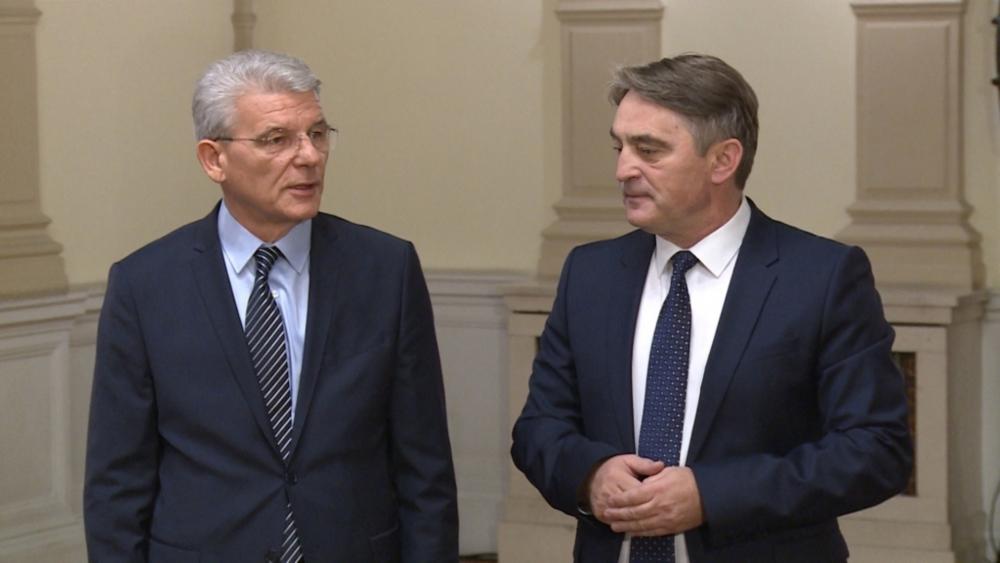 Bošnjački članovi Predsjedništva BiH poručili Pahoru: Raspad samo uz rat u regiji
