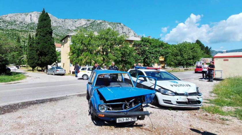 U prometnoj u Mostaru sudjelovalo i policijsko vozilo