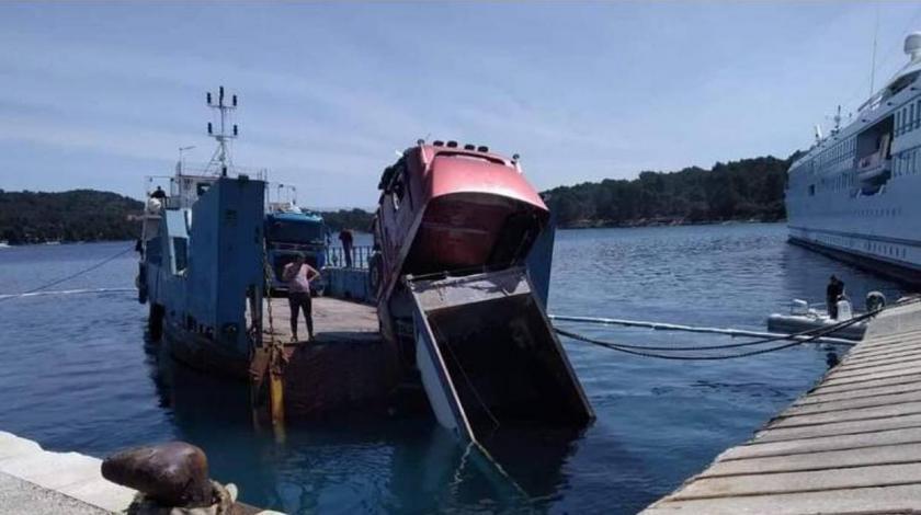 VIDEO Nesvakidašnja nesreća na Hvaru: Kamion završio u moru
