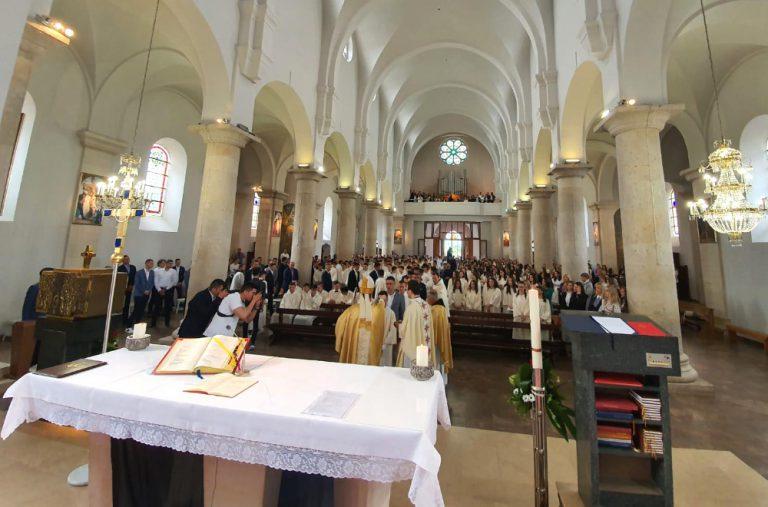 230 mladih u Širokom Brijegu primilo sakrament Svete potvrde