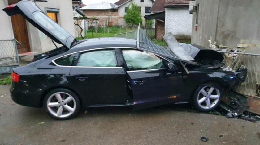 Automobilom udario u kuću, vozač teže ozlijeđen