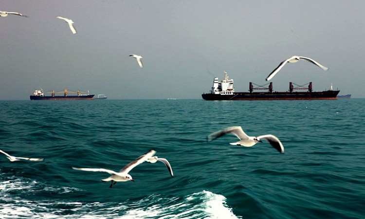 Američki ratni brod ispalio 30 hitaca upozorenja prema iranskim plovilima