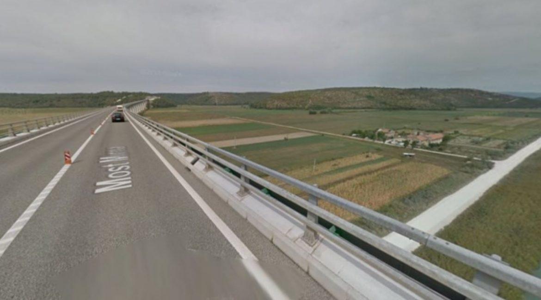Horor u Istri: U zapaljenom vozilu ispod mosta pronađeno tijelo nepoznate osobe