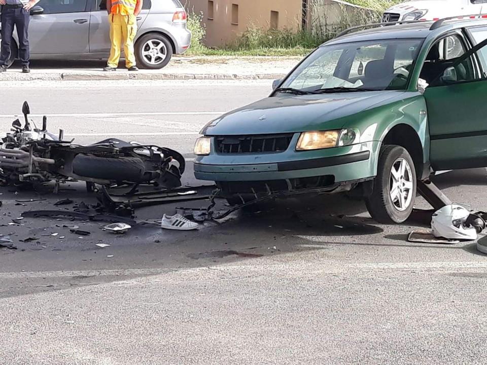 Nesreća kod Travnika: Motociklista se zabio u vozilo