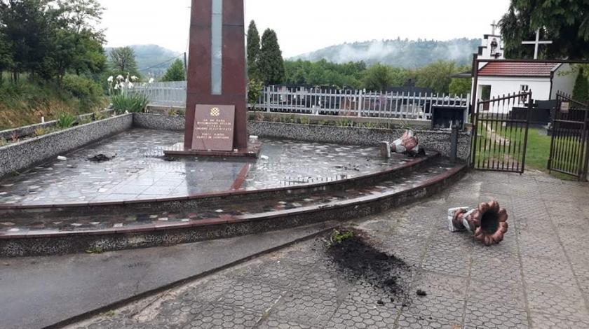 31-godišnjak i 25-godišnjak demolirali spomen obilježje ubijenim Hrvatima u središnjoj Bosni