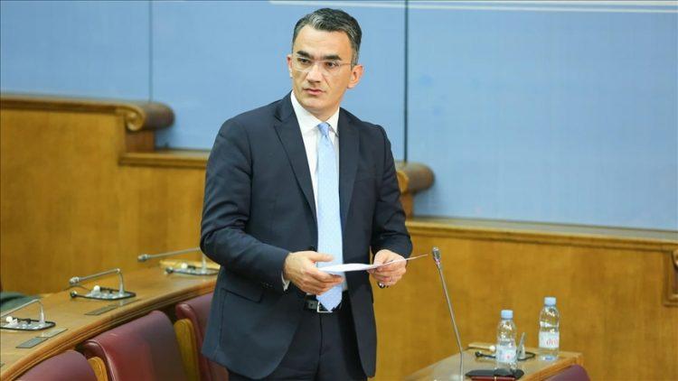 Skupština Crne Gore usvojila Rezoluciju o genocidu u Srebrenici, smijenjen ministar Leposavić